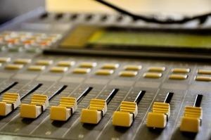 radio-641659_1280