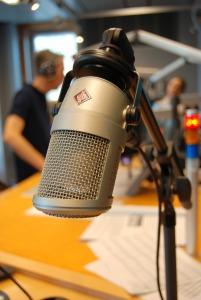 Radio_on-air-764507_1280